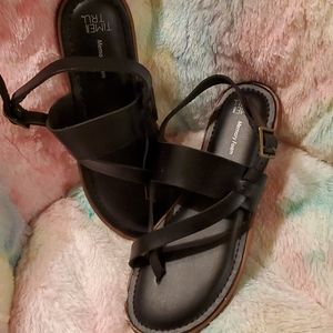Black [time and true] sandals